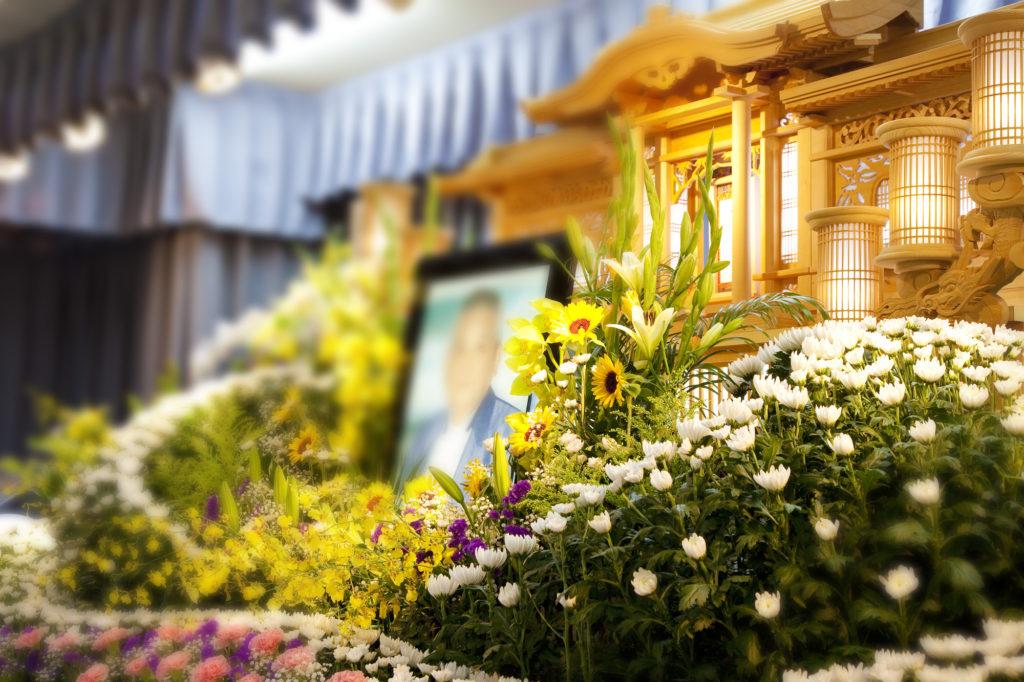 お葬式のタイミングは急にくるもの。事前に流れを知っておきましょう。