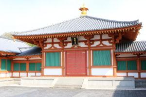 日本最古の仏壇・玉虫厨子が置かれる法隆寺