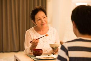 ヒートショックを予防するためには、入浴前に夕食をとってください