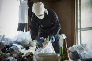ゴミ屋敷を掃除する遺品整理業者