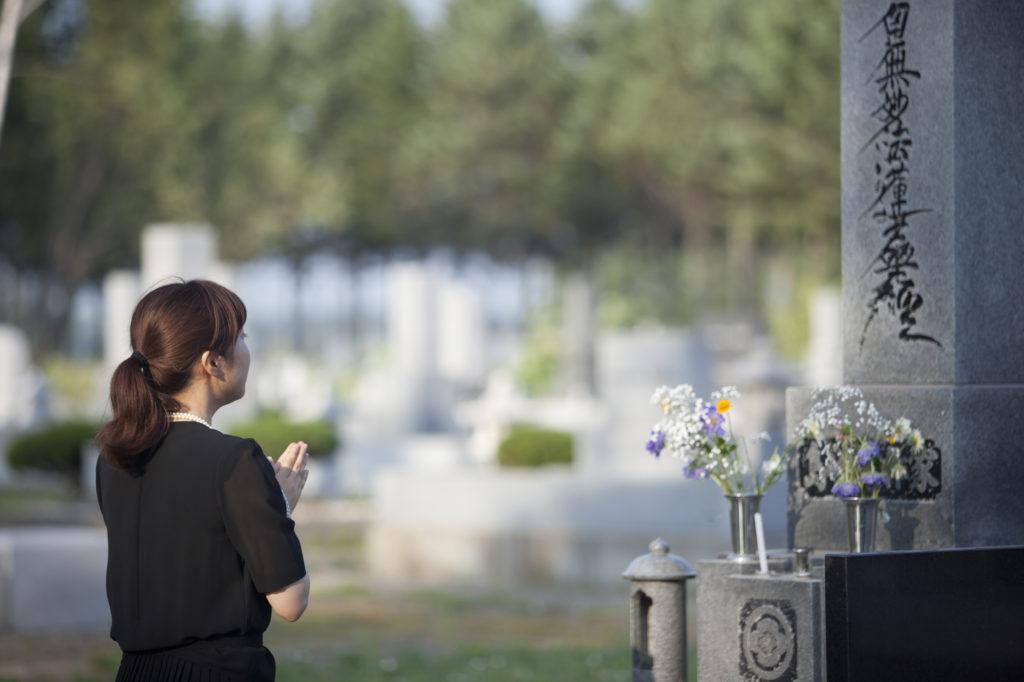 お墓の相続も時代によって変化しています