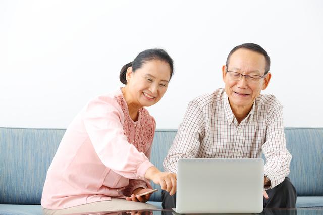 生前予約を検討する夫婦