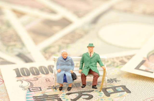 終活の費用について考える夫婦
