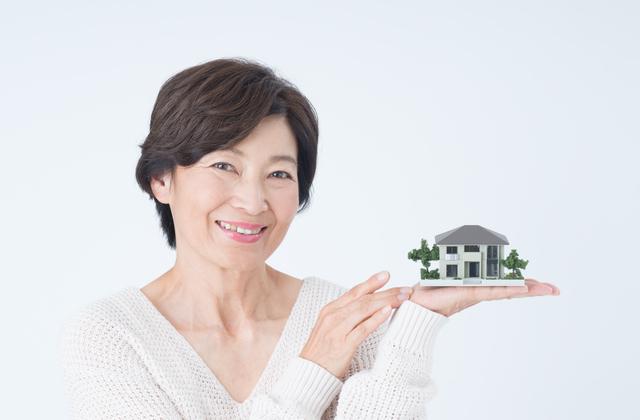 配偶者居住権を主張する女性