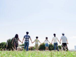 住まいの終活をする家族