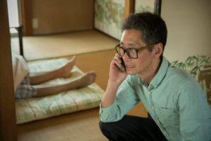 孤独死保険が適応されるか心配な男性