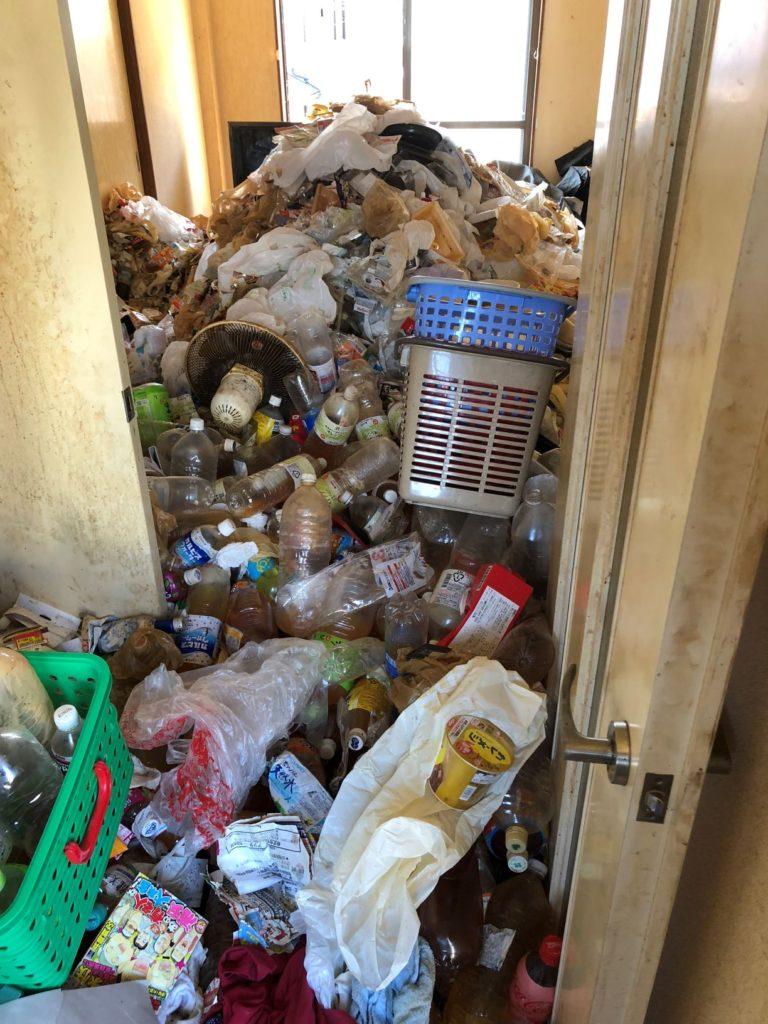 名古屋市港区のゴミ屋敷片付けビフォーリビング
