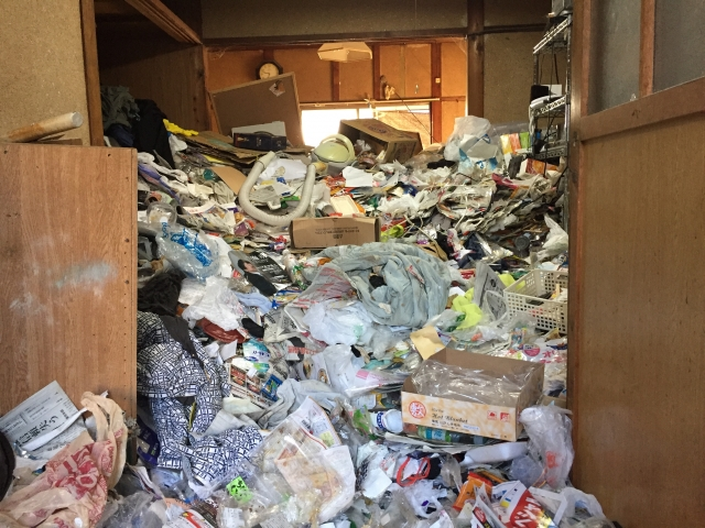 特殊清掃とゴミ屋敷の片付け