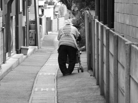 ゴミ屋敷の孤独死の原因や防止策について
