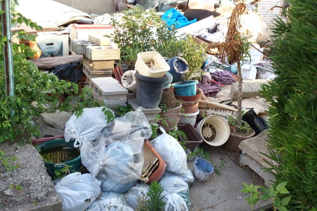 世田谷区の倒壊しそうなゴミ屋敷について