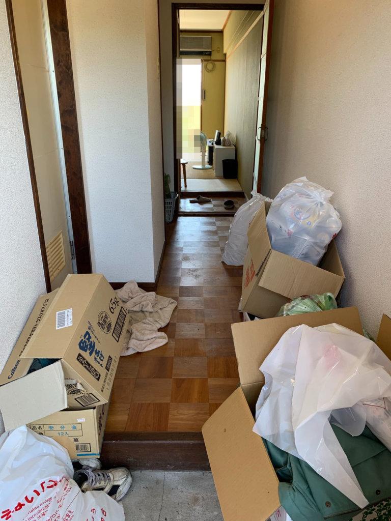 天王寺区(大阪)での不用品回収の玄関ビフォー