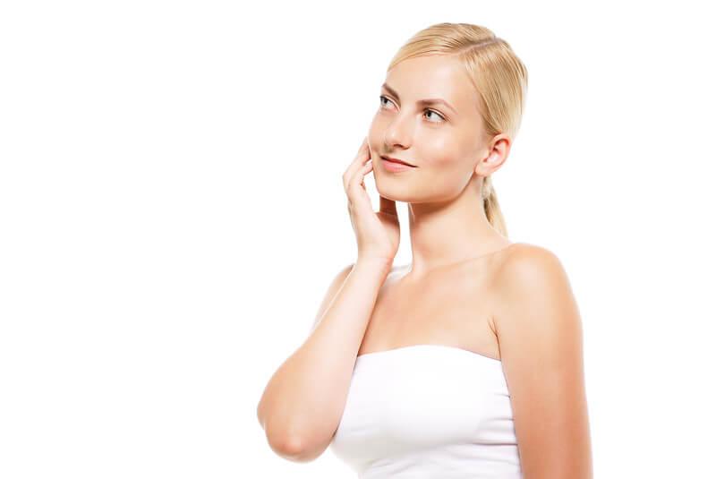化粧品は何ゴミか悩む女性