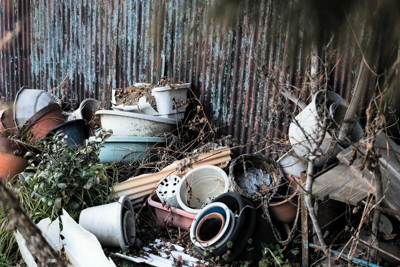 鉢植えの捨て方は難しい