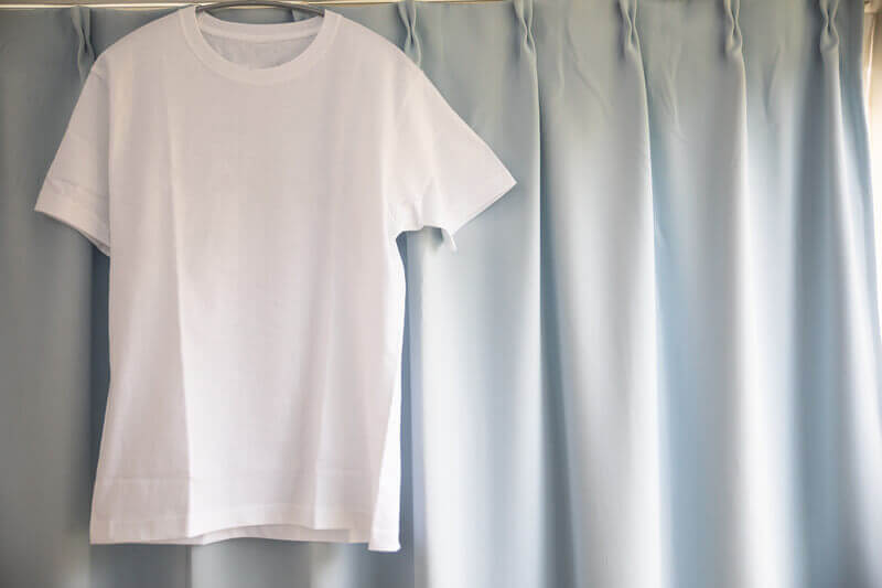 服の捨て方のコツとは?断捨離する服の見極め方についても解説