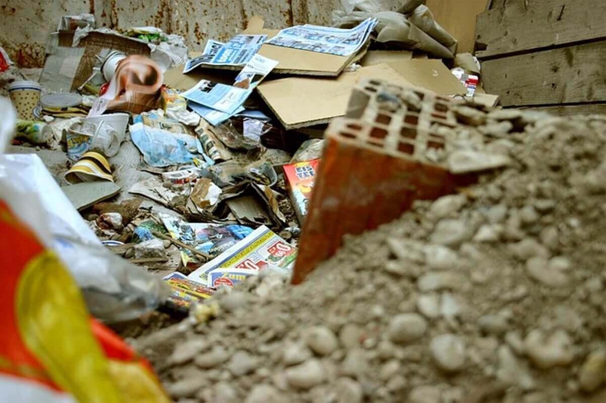 ゴミ屋敷になりやすい人の特徴